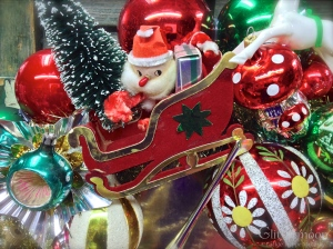 detail-of-christmas-cheer-wreaath